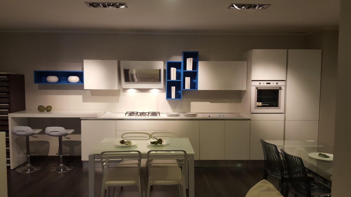 Nuova esposizione cucine, 65 modelli in offerta!